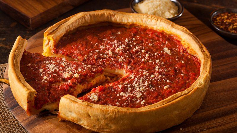 La historia de la pizza deep dish de Chicago