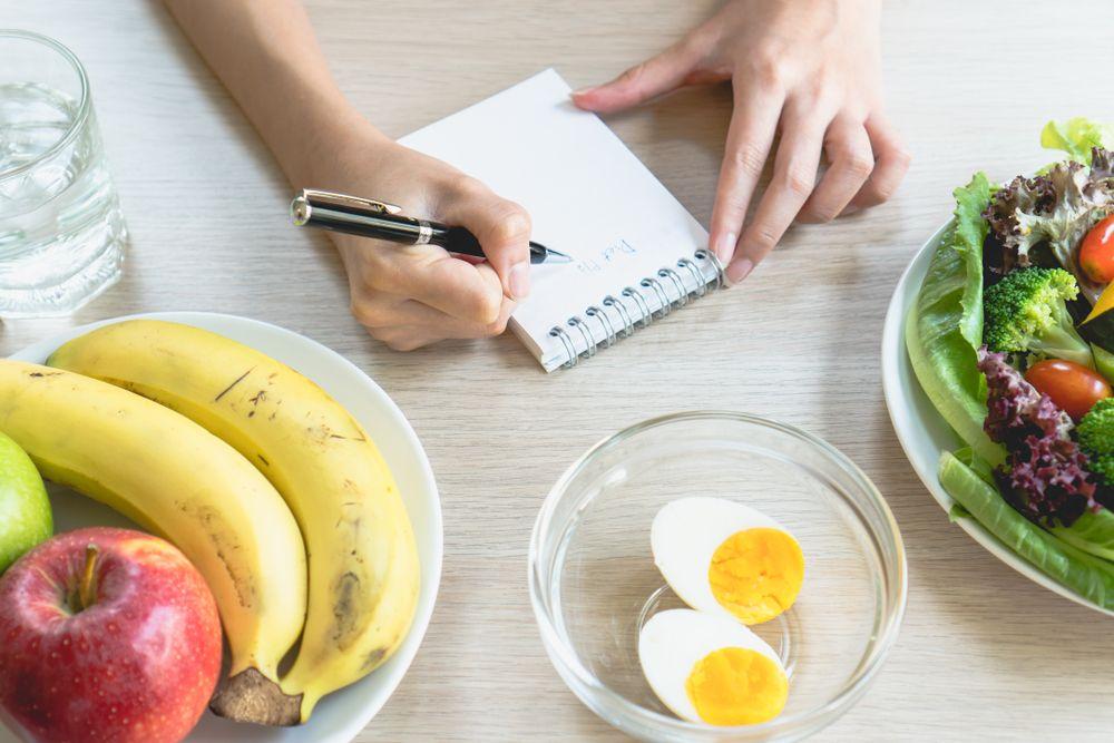 Por qué debes consumir suficientes calorías
